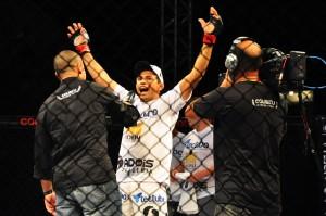 Coliseu Extreme Fight brinda o sucesso de mais um evento de MMA